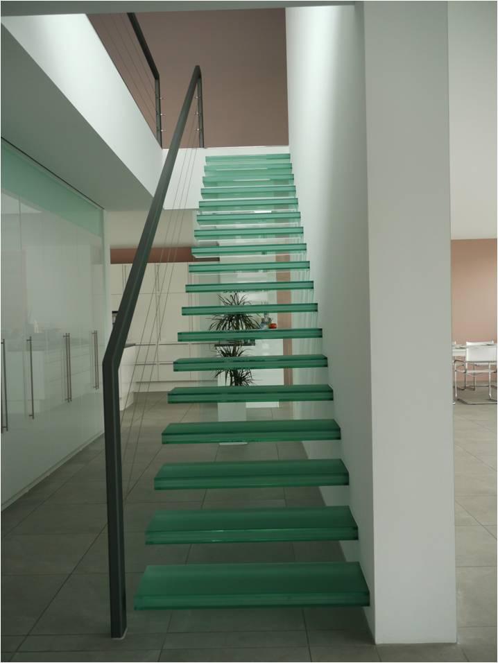 dalle de sol en verre et escalier en verre voici quelques d tails respecter. Black Bedroom Furniture Sets. Home Design Ideas