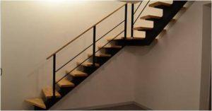 escalier-metallique-marche-en-bois-ou-en-verre