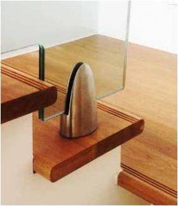 fixation-au-sol-rampe-escalier-en-verre