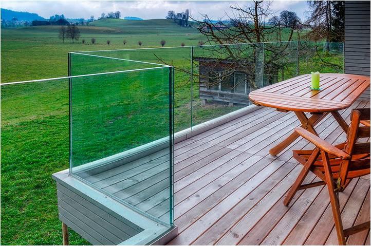 Profil de fixation intégré au sol pour balustrade en verre