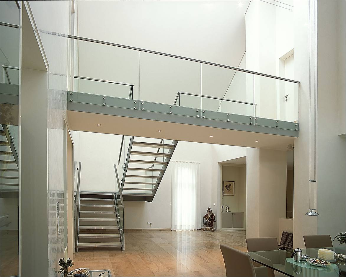 Balustrade en verre avec fixation ponctuelle au sol